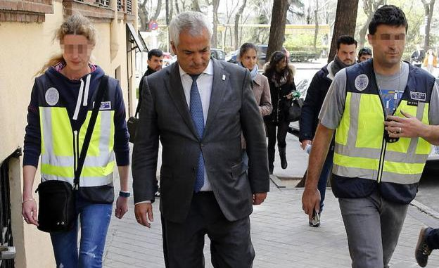 El presidente de Ausbanc, Luis Pineda, durante su detención en abril de 2016. / EFE